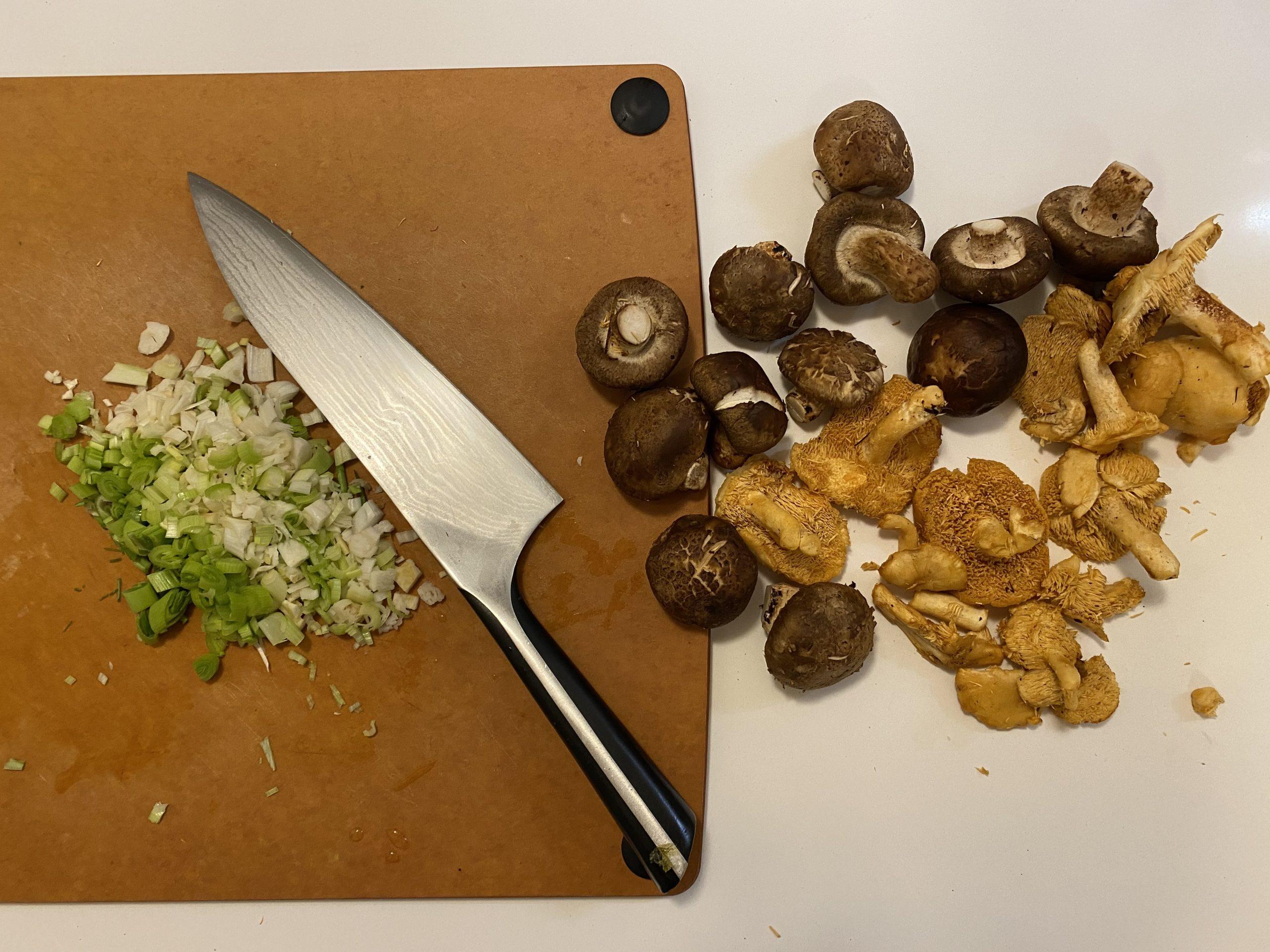 remind mushrooms, hedgehog mushrooms, green garlic